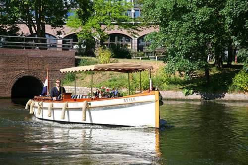 Enjoy in style and silence - private canal cruises